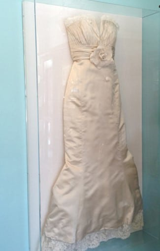 How to display your wedding gown church hill classics for Frame your wedding dress
